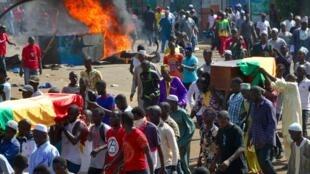 Une marche, accompagnant les cercueils de Guinéens tués lors de récentes manifestations, a dégénéré en heurts avec les forces de l'ordre, à Conakry, le lundi 4 novembre 2019. (Photo d'illustration)