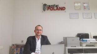 Après deux expériences dans des associations et des études en Pologne, Nicolas Jerzyk s'est installé à Varsovie et a créé une agence de location, vente et investissement immobilier pour expatriés.