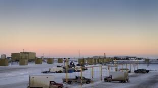 Exploração petrolífera nas margens do Mar de Beaufort, no Alaska (no Árctico).