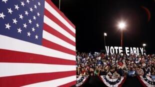 A crowd waits to hear Barack Obama speek in Las Vegas, Nevada