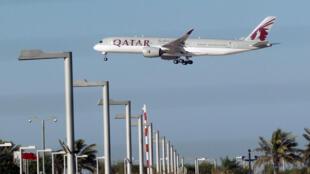 Avión de Qatar Airways, en Doha, este 5 de junio de 2017.