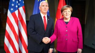អនុប្រធានាធិបតីអាមេរិកលោក Mike Pence និងនាយករដ្ឋមន្រ្តីអាល្លឺម៉ង់លោកស្រូី Angela Merkel ក្នុងសន្និសីទស្តីពីសន្តិសុខរៀបចំក្នុងទីក្រុងមុយនិច ទឹកដីអាល្លឺម៉ង់ថ្ងៃទី១៦ កុម្ភៈ ឆ្នាំ ២០៩