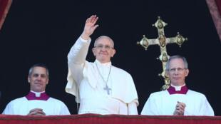 Папа римский Франциск во время ежегодного рождественского обращения Urbi et Orbi, 25 декабря 2017.