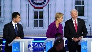 Pete Buttigieg, maire de South Bend, aux côtés de la sénatrice Elizabeth Warren et de Joe Biden, en débat le 20 novembre 2019 à Atlanta.