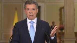 El presidente Juan Manuel Santos anunció el aumento del salario mínimo en su cuenta de Twitter.