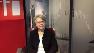 کلودین شفا در استودیوی رادیو بینالمللی فرانسه