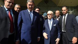Президент Туниса Эссеби, премьер-министр Хабиб Эссид и глава министерства внутренних дел Мухаммед Нажем Гарсали в Сусе после теракта  26 июня 2015 года, Тунис