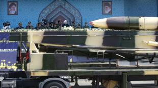 Tên lửa của Iran trong cuộc diễu binh tại Teheran, ngày 22/09/2017