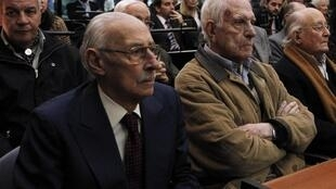 Former Argentine dictators Jorge Videla (L) and Reynaldo Bignone (R) on trial in 2012 for rights violations under their rule