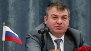 O ministro da Defesa Anatoly Serdyukov foi destituído por escândalo de fraude.