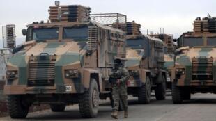 Militares turcos em Hazano, perto de Idlib, no noroeste da Síria.