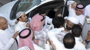 Sheikh Toufic al-aamer, lors de sa libération à Al-Ahsa, le 6 mars 2011.