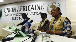 Catherine Samba-Panza, chez des observateurs de l'UA lors de la présentation du rapport des élections législatives.