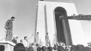 مقبره رضا شاه، پیش از تخریب در اردیبهشت ماه ۱۳۵۹ به دستور صادق خلخالی حاکم شرع جمهوری اسلامی ایران.