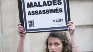 Manifestación contra un proyecto de ley sobre inmigración ante el Senado, París, 3 de mayo de 2011.