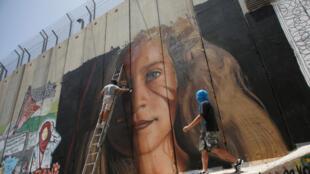 Фреска с портретом Ахед Тамими на израильском разделительном барьере