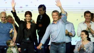 A coalizão Cambiemos, do presidente da Argentina, Mauricio Macri, ganhou as eleições legislativas argentinas de meio mandato realizadas neste domingo (22).