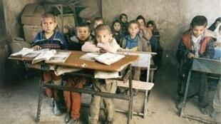 برخی از مدارس روستاهای محروم بروجرد در سال ۱۳۹۴ به سبب نبود امکانات اولیه آموزشی تعطیل شد.