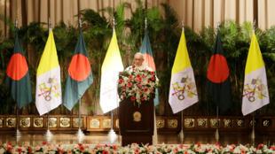Le pape François, au palais présidentiel bangladais, à Dacca, le 30 novembre 2017.