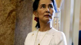 Aung San Suu Kyi, em Hanoi, a 13 de Setembro de 2018 (imagem de arquivo)
