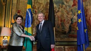 Presidenta Dilma Rousseff posa para foto oficial com o primeiro-ministro da Bélgica, Yves Leterme.