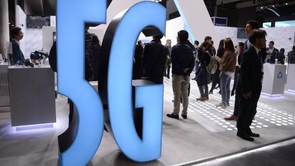 巴塞羅那舉行的世界移動通信大會(MWC)展位上展示了一個5G標誌2019年2月25日。