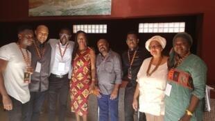Alain Foka avec les invités du Débat africain consacré à la gastronomie africaine enregistré à Saint-Louis, Sénégal.