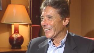 Sacha Distel xuất hiện lần cuối trong vở nhạc kịch Chicago, 09/2000