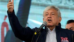 Presidente eleito do México, Andres Manuel López Obrador, agradece os militantes durante discurso em Monterrey, México, 19/10/2018