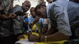 Le siège de la Confédération des travailleurs haïtiens (CTH), à Port-au-Prince, après la signature d'un accord organisant une transition.