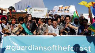 圖為來自世界各地的綠色環保運動捍衛者在馬拉喀什示威