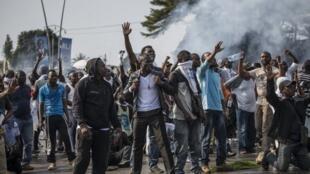 支持反對派候選人讓 平(Jean Ping)的民眾在加蓬首都利伯維爾抗議。2016年9月1日