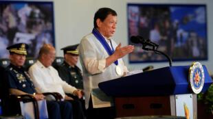Tổng thống Philippines Rodrigo Duterte phát biểu nhân kỷ niệm lần thứ 70 ngày thành lập lực lượng Không Quân, tại căn cứ Clark, ngày 04/07/2017