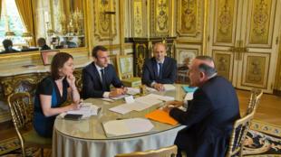 Tổng thống Macron tiếp đại diện của giới chủ tại điện Elysée để bàn kế hoạch cải tổ luật lao động.
