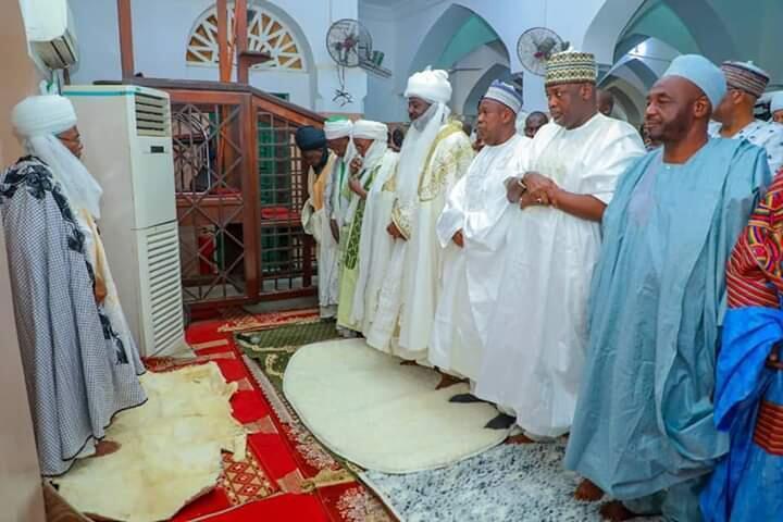 Sabon Sarkin Kano, Aminu Ado Bayero tare da Gwamna Abdullahi Ganduje a lokacin sallar Juma'a  a yau