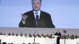 29 января Петр Порошенко официально заявил, что будет баллотироваться навторой срок, «чтобы завершить построение сильного, успешного государства».