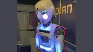 Un robot au premier salon du robot à Auberviliers près de Paris.
