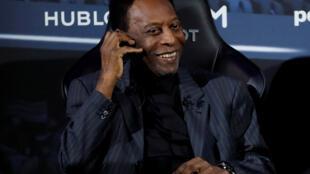 Pelé passou mal edpois do evento no qual participou com o jogador francês Kylian Mbappé, em Paris, em 2 de abril de 2019.