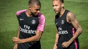 Mbappé et Neymar à l'entraînement.