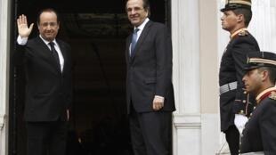 2013年2月19日,法國總統奧朗德訪問雅典,在與希臘總理會晤前向媒體揮手致意。