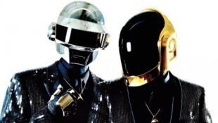 """A duo eletrônico francês Daft Punk lançou o dançante """"Random Access Memories"""" em maio de 2013."""