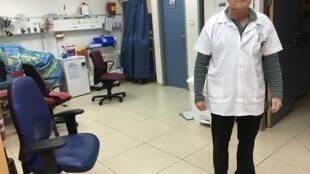 O médico brasileiro Moshe Goldfeld no Centro Mèdico da Galileia, na cidade de Herzelyia, Israel