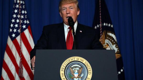 Trump anunciando os bombardeamentos na Síria no 6 de Abril.