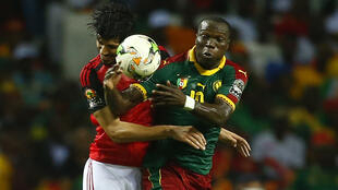 Le Camerounais Vincent Aboubakar (à droite) et l'Egyptien Ali Gabr, en finale de la CAN 2017.
