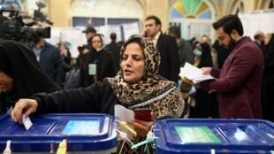 Une votante à Téhéran, lors des élections législatives iraniennes, le 21 février 2020.