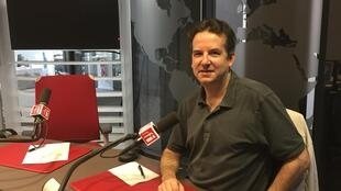 Ông Ghislain de la Hitte, chủ hiệu sách Opimane, tại phòng thu RFI.