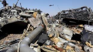 在埃及西奈半島中部墜毀的俄羅斯客機殘骸。攝於2015年11月1日。