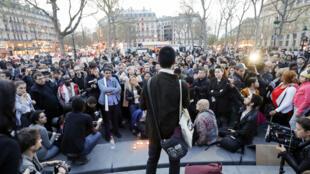 巴黎周四晚共和国广场的集会活动有超过200多人参加