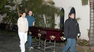Os corpos das duas francesas assassinadas na Argentina chegou nesta quarta-feira à França.