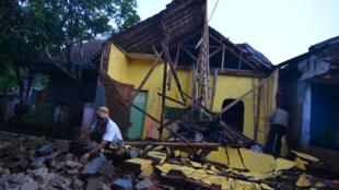 На острове Ява в результате землетрясения разрушены сотни зданий. 16 декабря 2017 г.